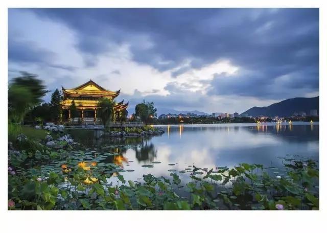 杭州有西湖,临海有灵湖
