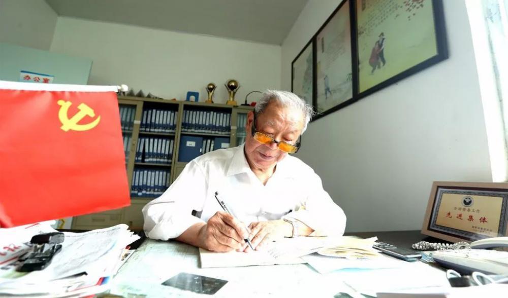 """从剿匪战到""""禁毒战"""",93岁台州老党员换战场不忘初心!"""